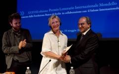 Elizabeth Strout ha ritirato il Premio Mondello sezione autore straniero
